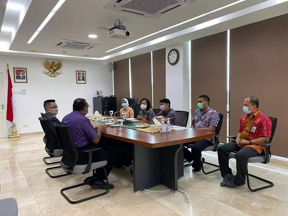 Program pemberian vaksin untuk warga Indonesia