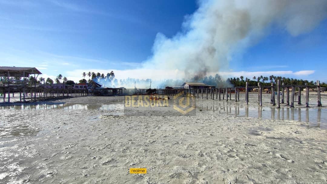 27 rumah atas air di Pulau Bum-Bum, musnah terbakar