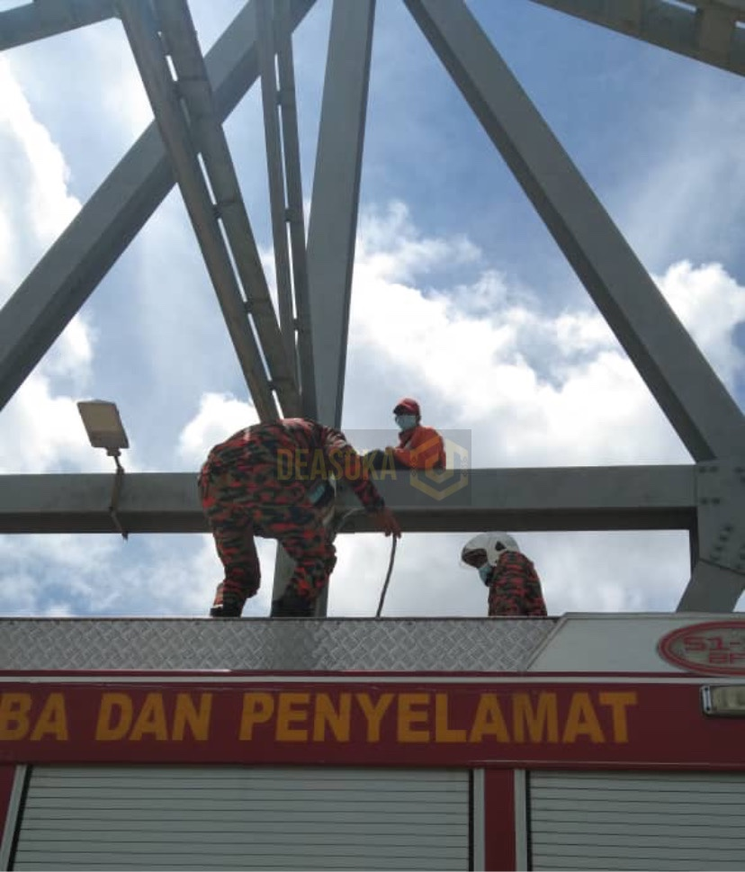 Lelaki khayal gam nekad panjat jambatan setinggi 6 meter