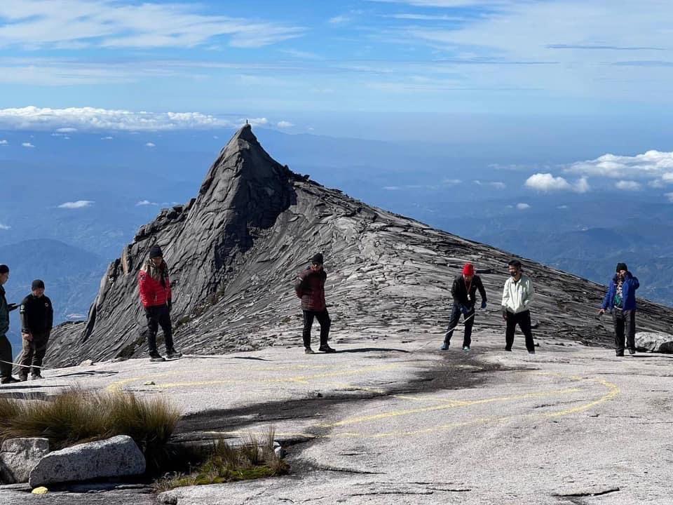 Latihan operasi menyelamat PGU di Gunung Kinabalu